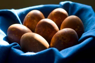 A is for Armadillo: Huevos Haminados / Onion Skin Eggs (in the Slow Cooker)