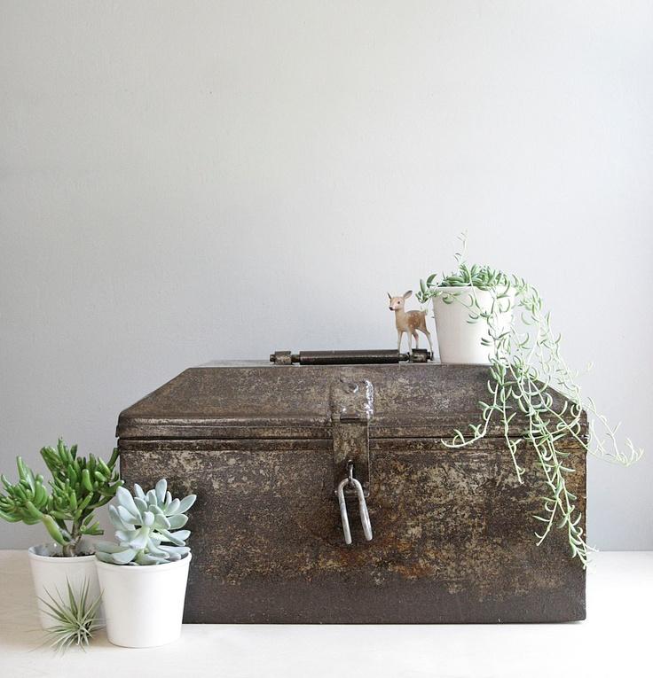 Industrial domed metal chest deko und altes ger t for Industrial deko