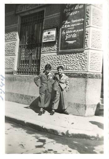 """Admón. Lotería de la calle San Pedro, Murcia.1944. Ahora es 'La Envidiosa Millonaria""""."""