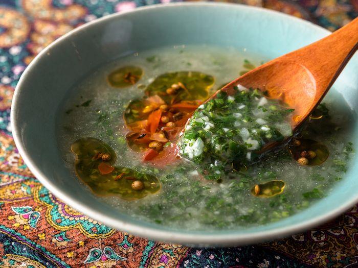 エジプトのみそ汁。クレオパトラも愛した「モロヘイヤのスープ」の伊勢丹レシピ | roomie(ルーミー)
