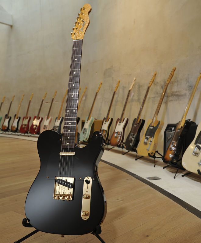 Despite being a tele, it proves the black/black/gold fender works so well. Feeling good about my new build right now