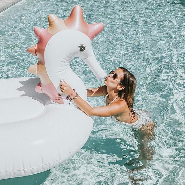New for 2017! FUNBOY's new Metallic Seahorse pool float features rose gold and gold metallic embellishments and a high-gloss finish. A symbol of contentment and satisfaction, the Seahorse float brings
