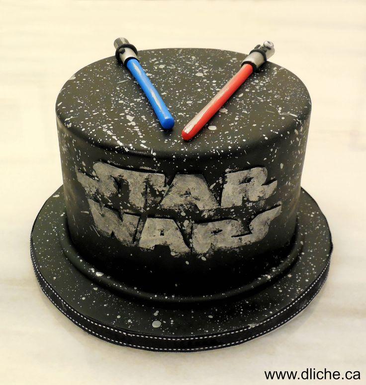 Gâteau Star Wars et sabres laser! Star wars cake with light sabers!