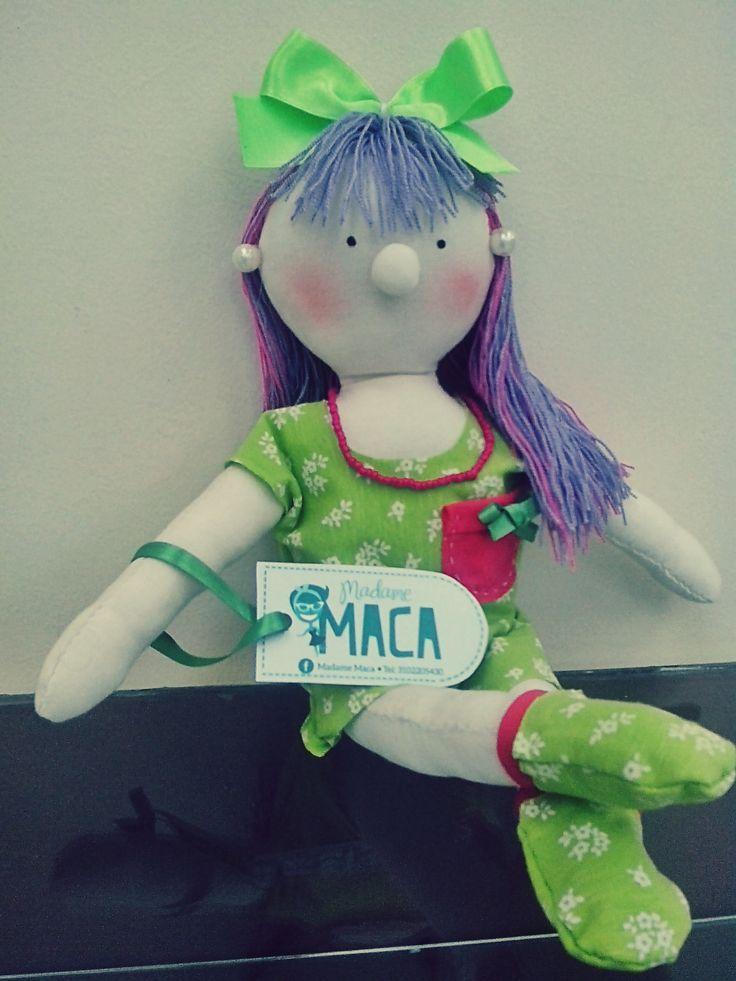 muñeca hecha a mano llena de color y alegría