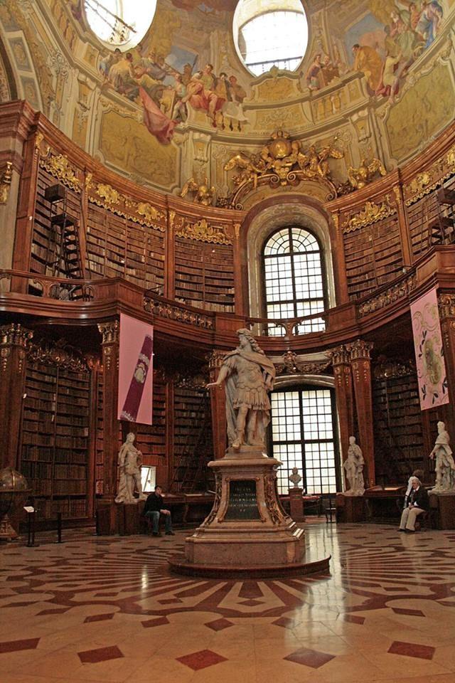 Biblioteca del Palacio Hofburg//1279// Viena , Austria -johann bernhard fischer von erlach ,Johann Lukas von Hildebrandt,Domenico Carlone, (entre otros)