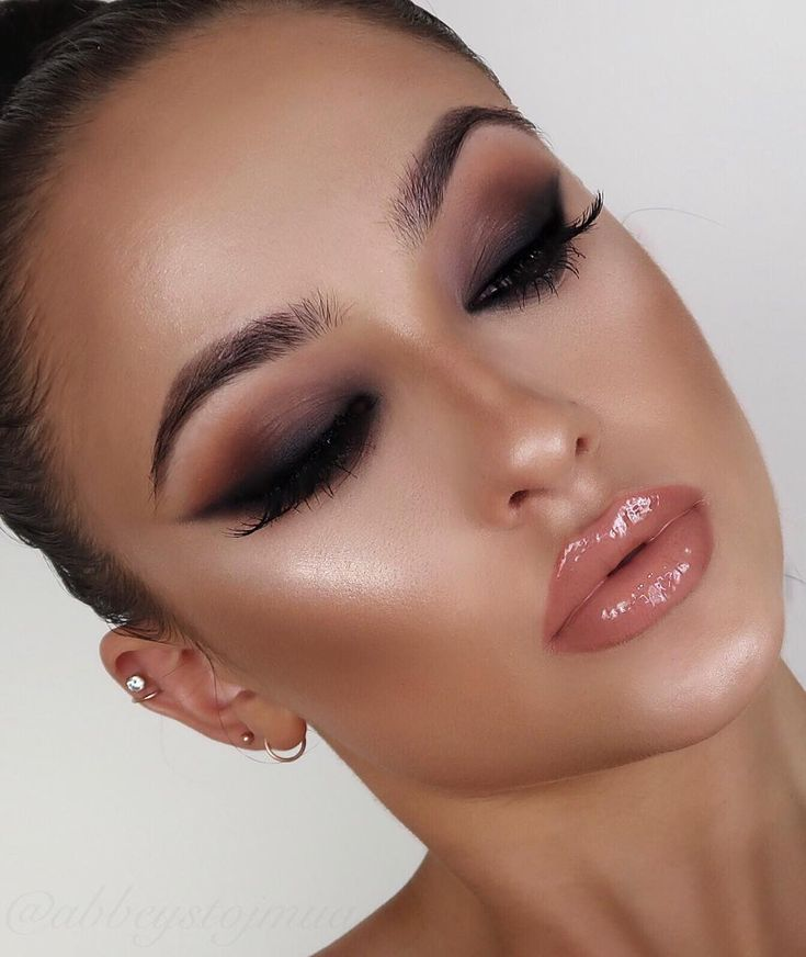 """4,325 Likes, 118 Comments - Abbey Stojanovic (@abbeystojmua) on Instagram: """"Warm smokey shadow with a smokey liner  The hot fire eyeshadow palette from…"""""""