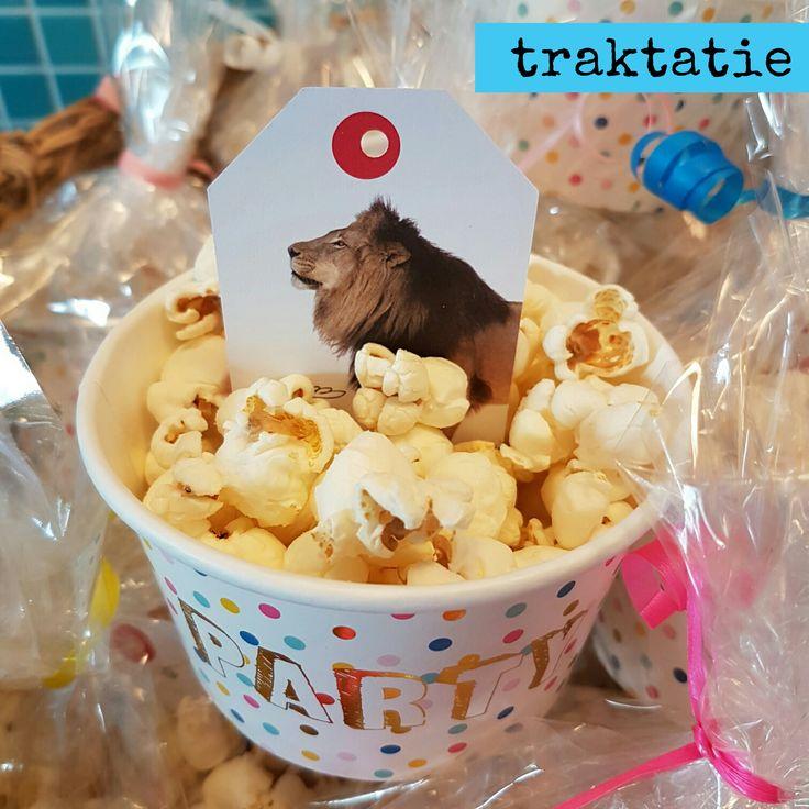 Snelle traktatie voor school: bakje popcorn mét een leuk spelletje #leukmetkids #traktatie #trakteren #school  #knutselen #verjaardag #birthday #treat
