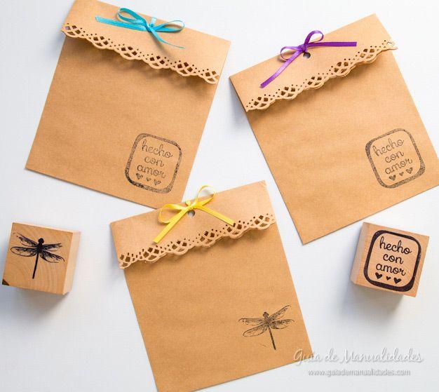 Hoy les muestro cómo pueden personalizar unos sobres de forma fácil y muy bonita usando sellos, troqueladoras y cintas de colores.