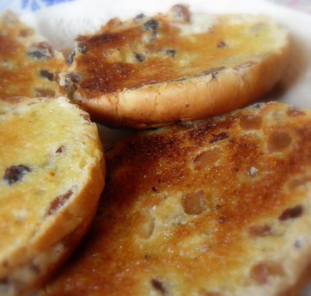 http://theenglishkitchen.blogspot.co.uk/2012/03/toasted-teacakes.html