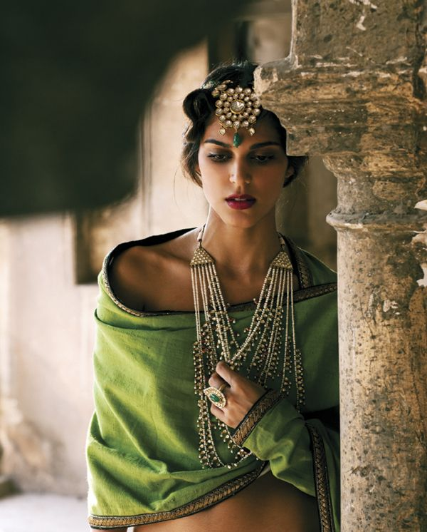Loving this rustic, vintage glamour with the olive green shawl and statement jewellery - Indian wedding - Indian bride - Indian jewellery #thecrimsonbride