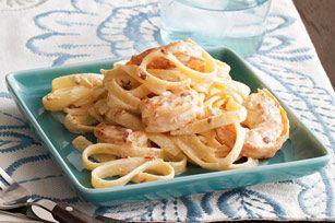 Pâtes Alfredo aux crevettes et aux piments chipotles -------------Ces pâtes Alfredo aux crevettes légèrement épicées sont dignes d'un restaurant, mais néanmoins faciles à préparer en seulement 30 minutes. Vous vous régalerez comme jamais!