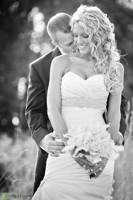 Encantadora foto de bodas!!! El blanco y negro es el mejor aliado para una buena foto.