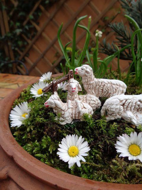 Decorazione pasquale in giardino -  https://lefotodiluisella.blogspot.it/2017/04/pasqua-in-giardino.html