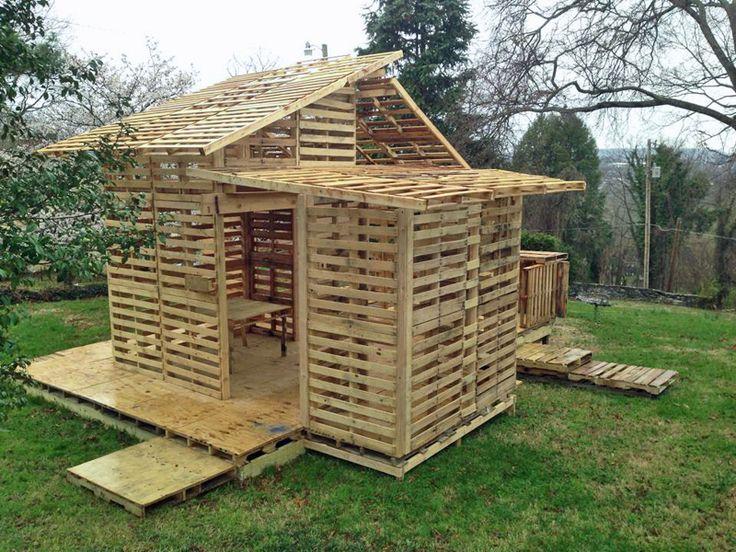 Shipping Pallet House for the Homeless (http://blog.hgtv.com/design/2014/04/04/shipping-pallet-house-for-the-homeless/?soc=pinterest): Plays House, Pallets House, Kids Playhouses, Design Ideas, Pallet House, Knox Pallets, Projects Ideas, Outdoor Gardens, Pallets Projects