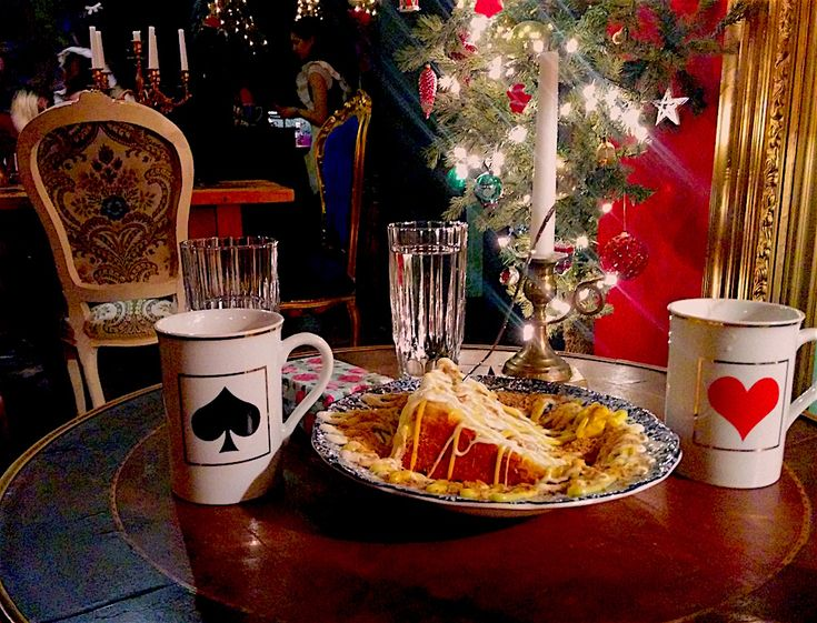 Έχετε ξεμείνει από μέρη για οικογενειακές εξόδους; Δείτε 5 καφέ, ιδανικά για τις κρύες μέρες του χειμώνα, που αναλαμβάνουν την χαλάρωση των μεγάλων και τη διασκέδαση των μικρών.
