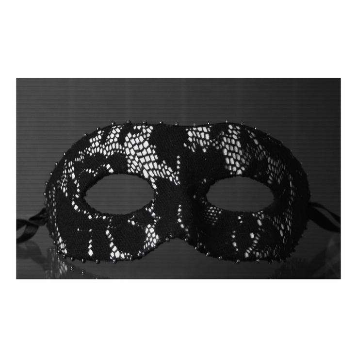 maska. papier, tkanina / mask. paper, fabric // http://karolina-g.blogspot.com/2013/01/maskowanie.html //