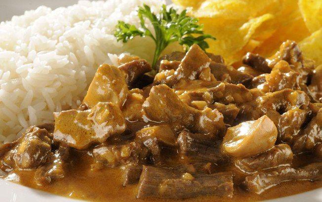 Estrogonofe de filé maravilhoso! www.espacodoss.com.br carne, estrogonoffe, meal, hungry, rice, steak