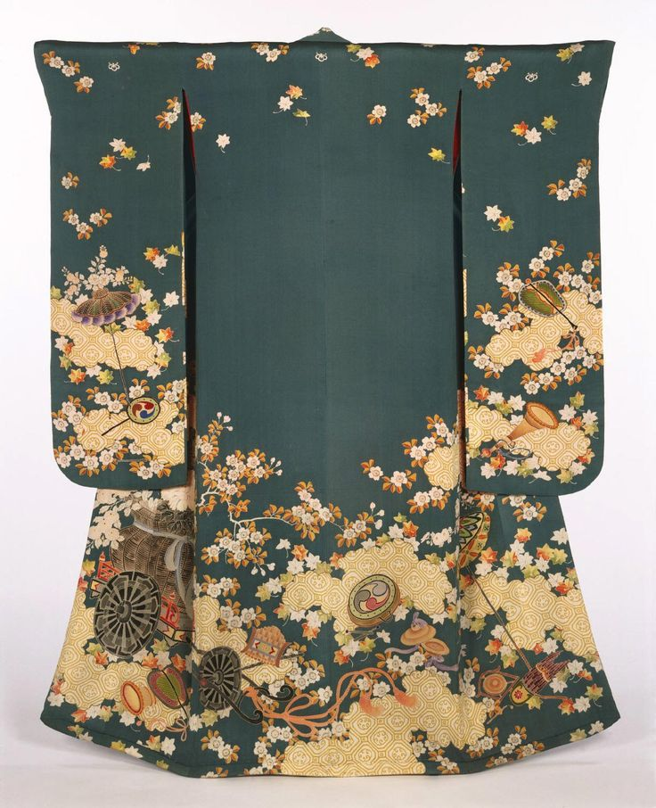 Women's kimono from the first half of the 19th century (Edo Period) Japan. Philadelphia Museum of Art