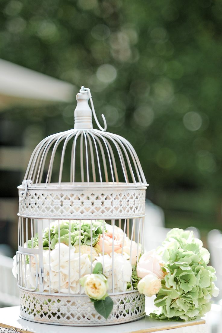 Flower composition in decorative cage