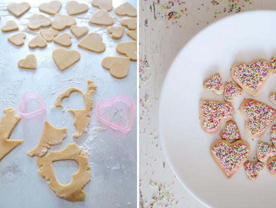 spotty loveYum Yummy, Valentine Cookies, Dips Valentine, Sugar Cookies, Baking Cookies, Yummy Food, Dips Cookies, Sprinkles Dips Sugar, Discos Dips