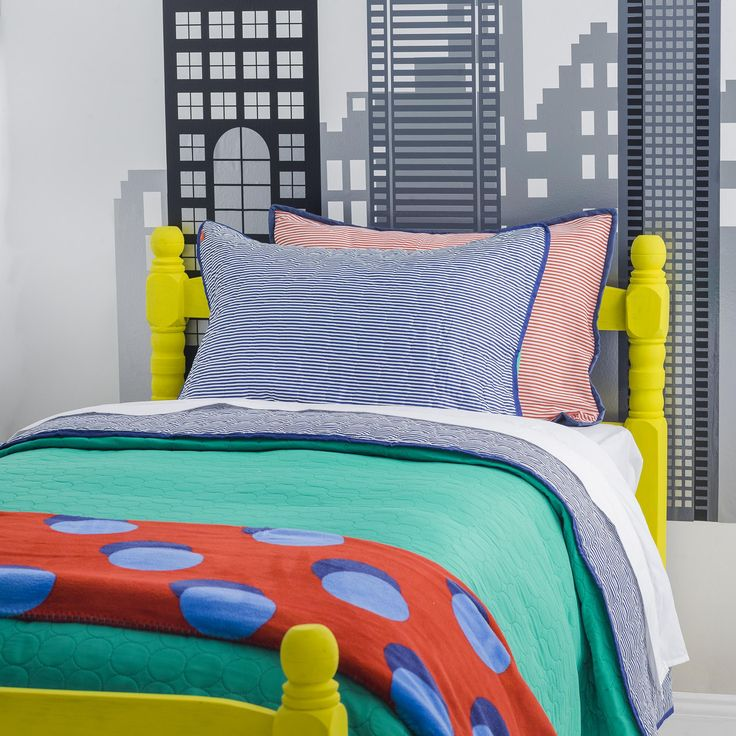 Colores vivos y atrevidos para el dormitorio de los niños.