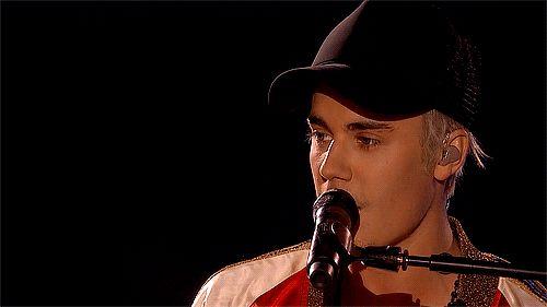 biebsus: Justin Bieber live at The BRIT Awards.