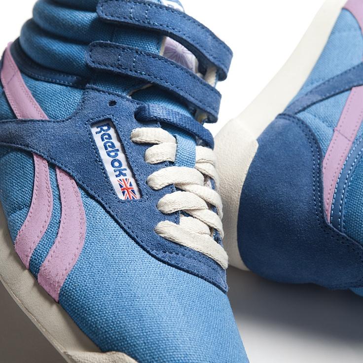 """La Reebok Freestyle è una scarpa donna in canvas e suede con velcro strap alla caviglia, punta arrotondata e silhouette affusolata, la perfetta sintesi tra un hi-top nato per l'aerobica ed un prodotto """"high fashion"""".    Prezzo: 85,00€    SHOP ONLINE: http://www.aw-lab.com/shop/reebok-w-freestyle-5090361"""