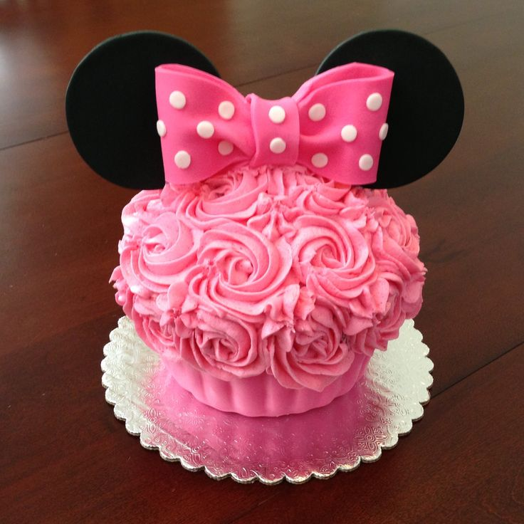 Minnie Mouse Big Cupcake by www.amberslittlecupcakery.com