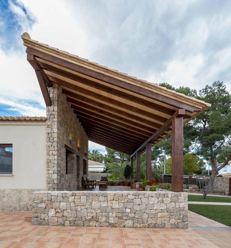 Casa del Porche de Piedra : Casas de estilo rústico de LLIBERÓS SALVADOR Arquitectos