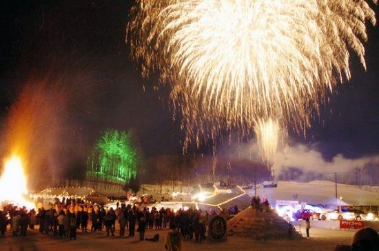 しばれフェスティバルとは日本一寒い陸別町で開催される日本最寒の祭です。年を追うごとに知名度が上がり全国各地からここに住む人の何倍もの人々が参加す るイベントに成長しました。しばれフェスティバルはさっぽろ雪まつりと同じ2月第1土曜日・日曜の2日間にわたって 開催されます。