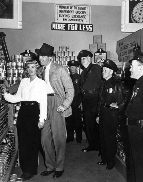 Barbara Stanwyck & Fred MacMurray on the set of Double Indemnity (1944, dir. Billy Wilder)