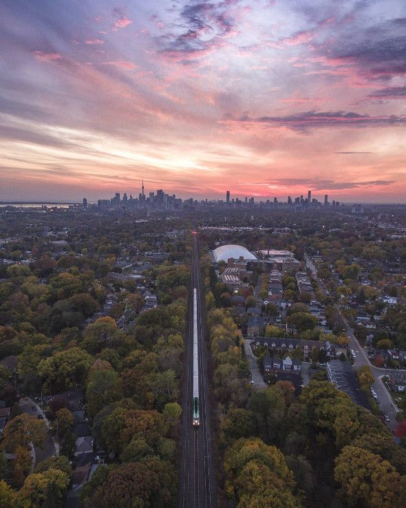 Toronto is beautiful at anytime of day. Whether it be the middle of the night or early morning, but there's a particular window of time that the best photographers seek out to capture the city in alluring light: magic hour. What is magic hour? Sometimes referred to as golden hour,...