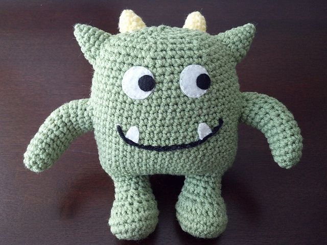 Hug Monster Amigurumi - FREE Crochet Pattern and Tutorial by Linda Salant