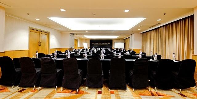 Hotel Aryaduta Makassar - Masamba 1-3  Capacity: 25 - 55 persons  Dimensions: 7.4 x 7.8 x 2.5 m  Located: Mezzanine floor