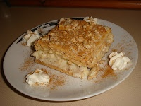 dessert with cream crackers