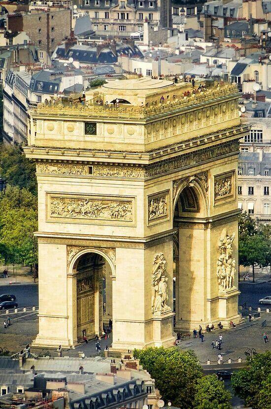 L'Arc de triomphe, place de l'Etoile, Chamos Elysée, Paris ( limite du 8e, 17e et 16e arrondissements), France