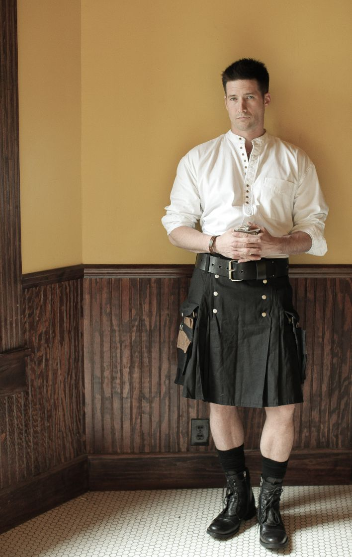 The kilt features wide pleats, slash pockets, plus two back pockets, understated and buttonable, the Street Kilt is everything men want in a kilt and more.