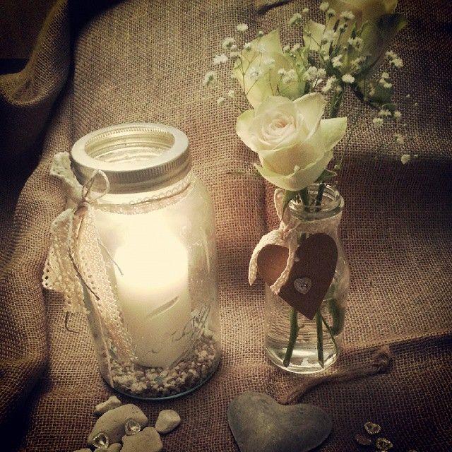 Norgesglasset pyntet og brukt som lysholder i et bryllup. Dekorative elementer rundtom på festen. @vama76
