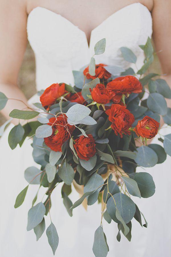 Lush red and green wedding bouquet @weddingcihcks