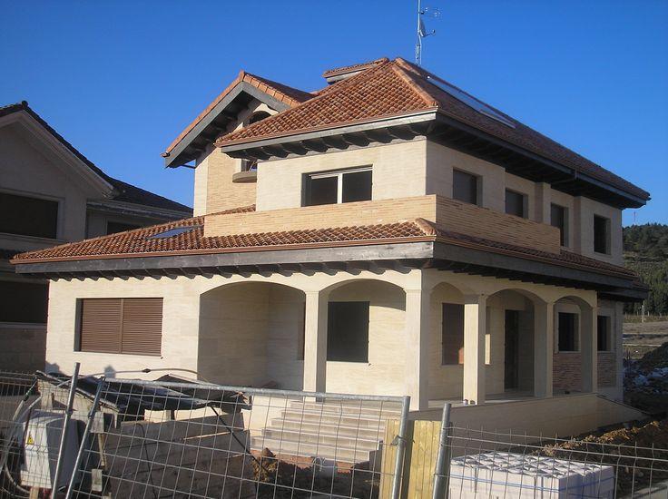 20 best images about tejados cubiertas y aleros de madera for Tejados de madera casas