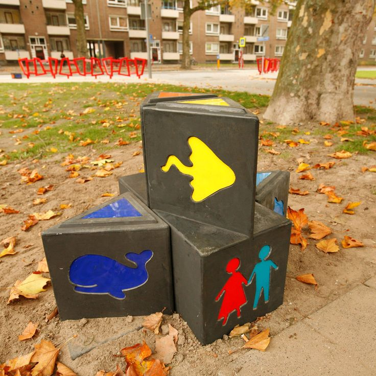 children's signage system to guide children safely from school to their house and playing areas in Rotterdam. Design by ipv Delft