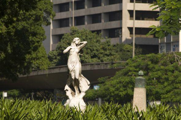 """""""Rio Arte e Cidade"""" mapeia as obras de arte ao ar livre espalhadas pela cidade, que tem a maior coleção de arte pública do país"""