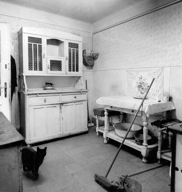 Falusi konyha a nagymamától örökölt kredenccel