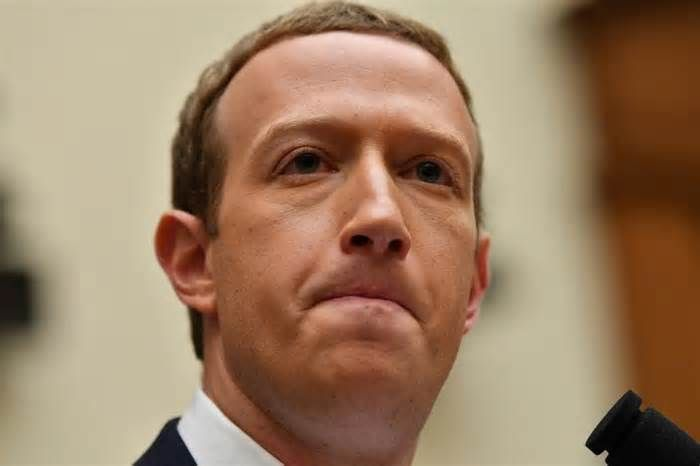 Latest News For Mark Zuckerberg Net Worth Facebook Ceo Earned 17 Million An Hour In 2018 In 2020 With Images Facebook Ceo Mark Zuckerberg Zuckerberg
