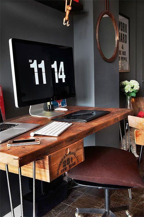 Werkplek, stijlvol, modern. Zou hier met plezier achter werken. Geeft rust. Houten bureau geeft stijl.