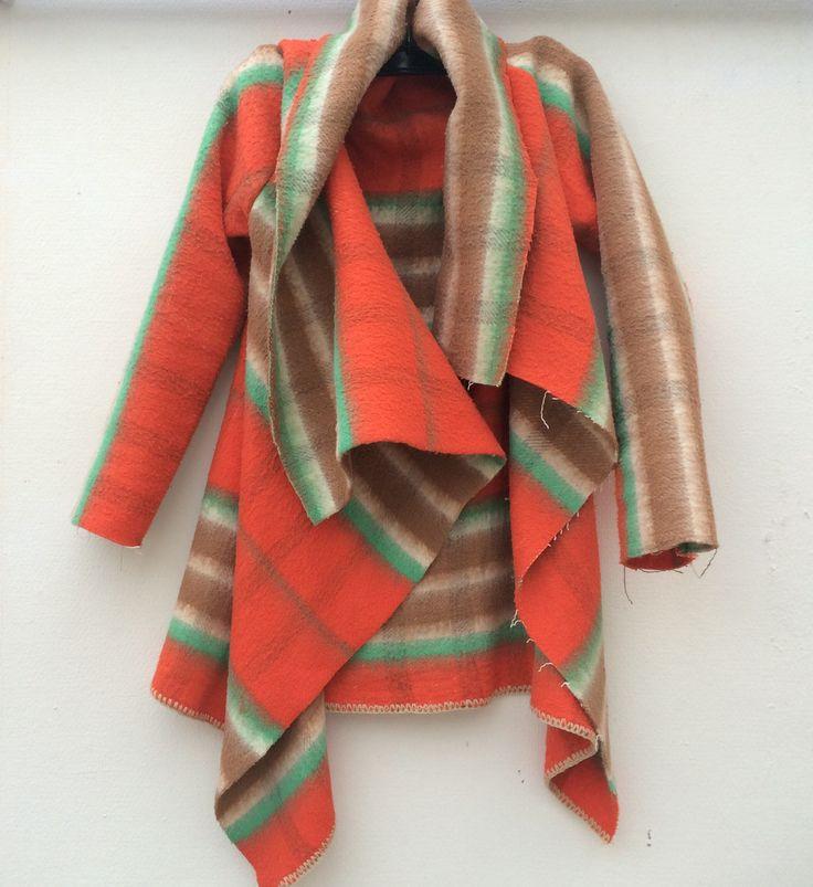 www.wintervacht.nl Ik ben helemaal verliefd op de collectie van Wintervacht. Deze Nederlandse desingers maken jassen uit oude vintage dekens. De ideale uitdaging voor een Lietelila DIY ! So I&#821…