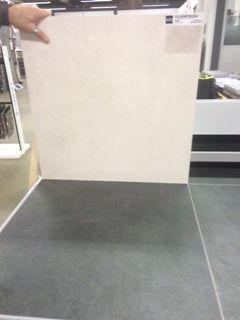 groen/grijze vloertegels beige wandtegels badkamer beneden