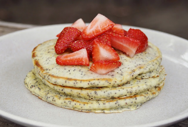 lemon poppy seed pancakes | piggin' out | Pinterest