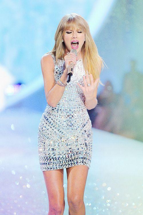 Taylor Swift, Victoria Secret Fashion Show. Love it all.