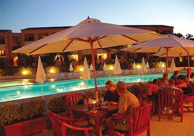 Bravone est une station balnéaire située sur la commune de Linguizzetta en Corse du Sud, dans la Costa Serena, entre Bastia et Porto Vecchio. Bravone, réputée pour sa marina, propose de belles criques sauvages et de vastes plages de sable idéales et les sports nautiques. Aux Marines de Bravone, la Résidence Sognu di Mare est située à 200 m de la plage dans un parc fleuri. Elle dispose de 2 piscines extérieures et une aire de jeux.